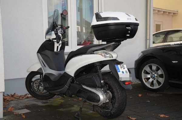 top case piaggio beverly 350 id es d 39 image de moto. Black Bedroom Furniture Sets. Home Design Ideas
